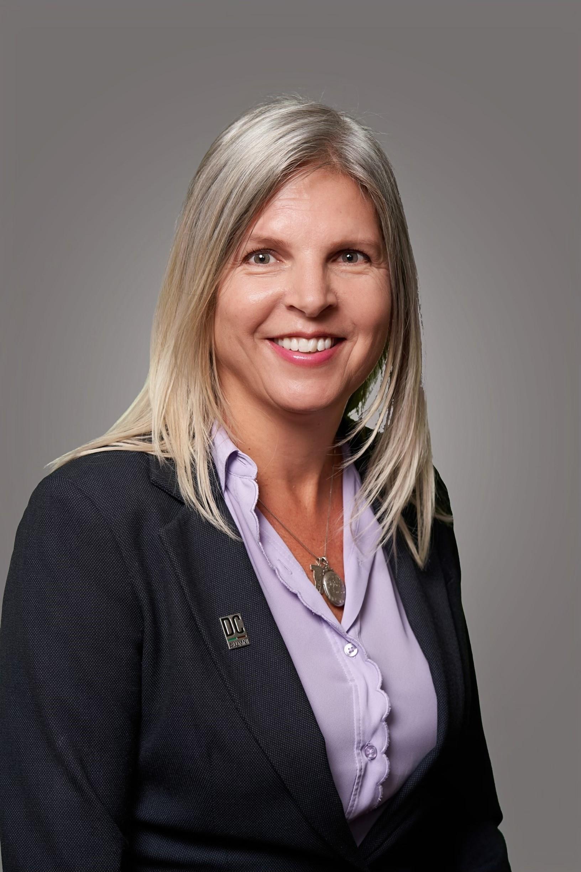 Portrait of Linda Flynn.